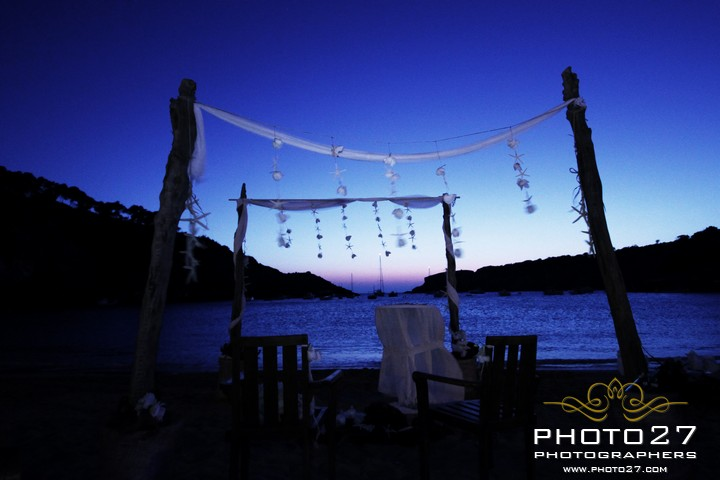 Rustic beach wedding in Ibiza by WED Couture